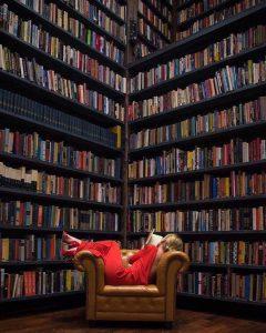 لاکچری یک کتابخانه است